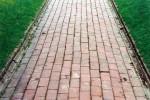 Stretcher brick paving